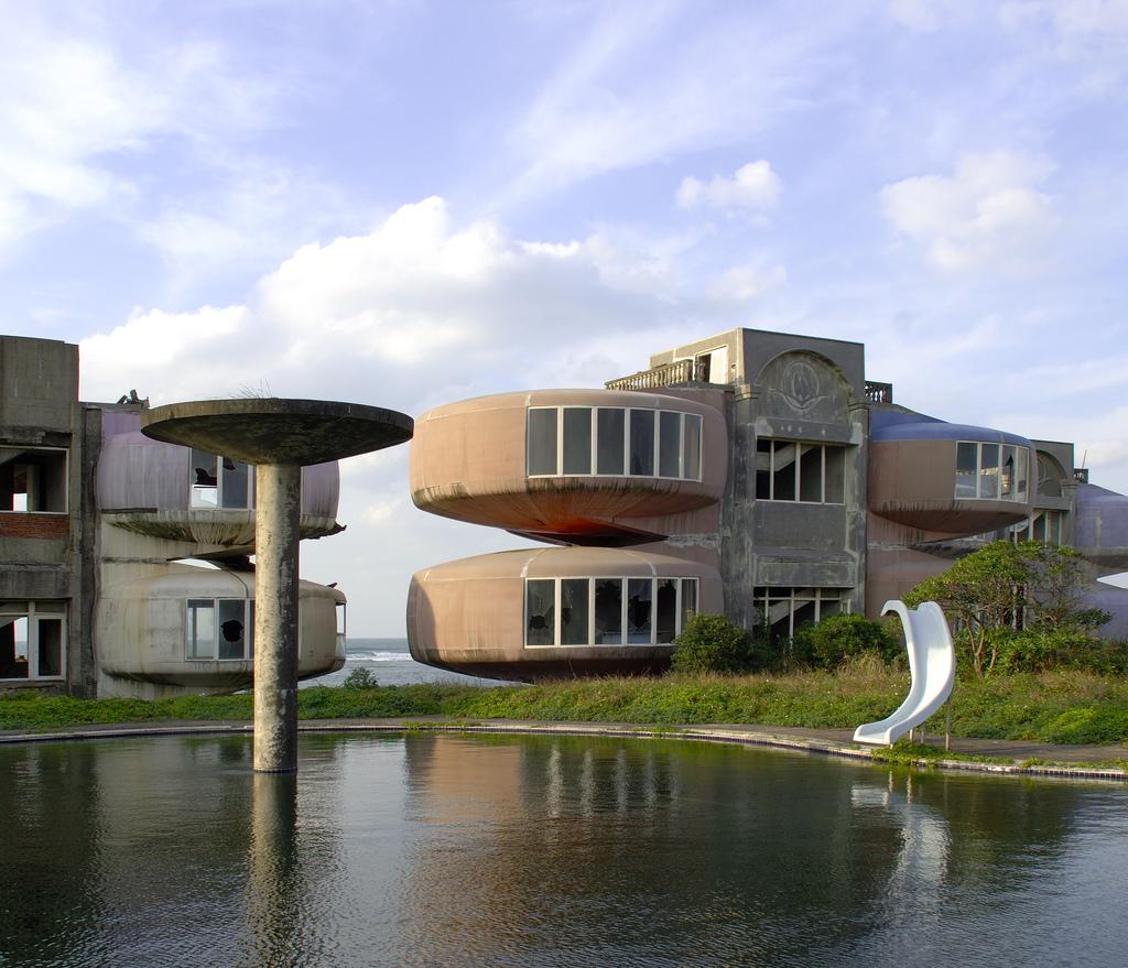 San Simeon Apartments: [Abandoned Pods]…The San Zhi UFO Houses